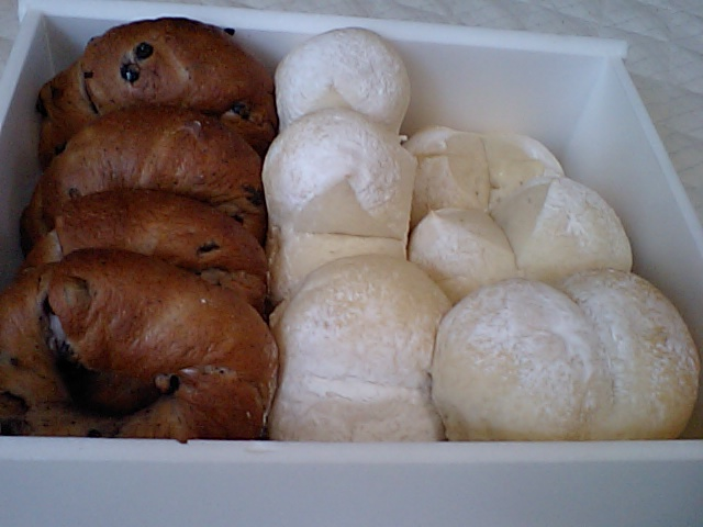 白パンとブルーベリーベーグル