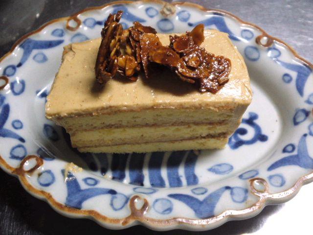 プラリネとアーモンドのケーキ