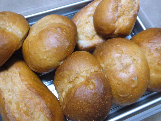 黒糖パンと桜餅