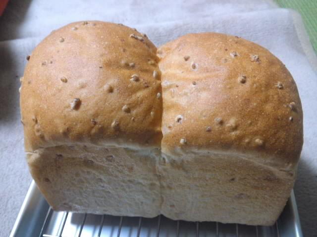 いちごケーキと玄米パン